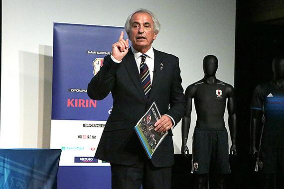 日本代表メンバーの守備、攻撃、フィジカル、メンタルについて、熱を込めて解説するハリルホジッチ監督