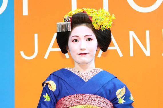 AKB48の渡辺麻友さんが舞妓に変身