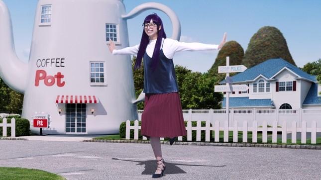 子どもから魅力的なティーンに変身しながらも、「キーン」のポーズを決める中条さん