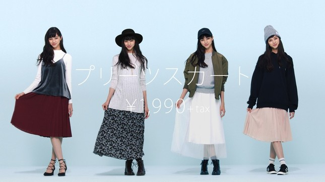 スタイル抜群の中条さん。ジーユーの16年秋冬ファッションを華麗に着こなす