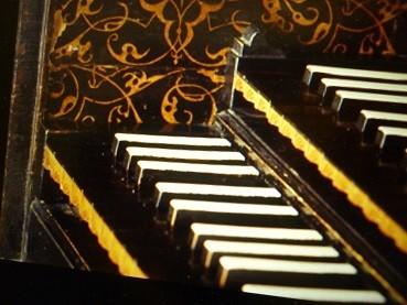 チェンバロ。ピアノとは異なる鍵盤
