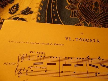 最終曲トッカータの譜面には、『ジョセフ・ド・マルリアーヴ大尉の記憶に』と印刷されている