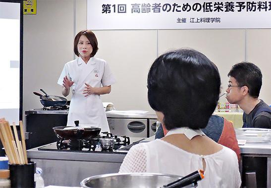 「第1回 高齢者のための低栄養予防料理教室」の様子