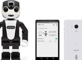 モバイル型ロボット「ロボホン」とオリジナルデザインのSIMフリースマホ100台限定セット