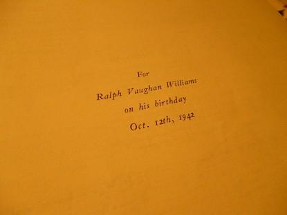 親友にして恩人のヴォーン=ウィリアムズの誕生日に捧げられている
