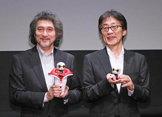 (写真左から)トヨタ自動車・MS製品企画部の片岡史憲主査、吉田守孝専務役員
