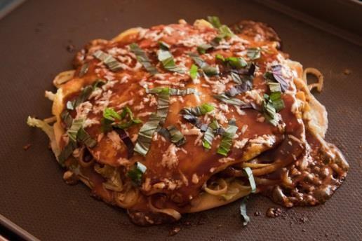 カーシャのお父さんが作るポーランド風鶏肉とパプリカズッキーニのお好み焼
