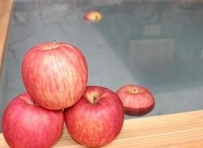 りんご風呂で疲労回復! 11月5日「いいりんごの日」は茨城へ