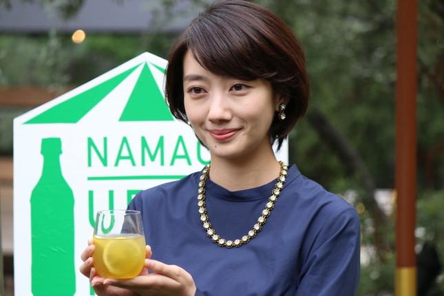レモンフレーバーの「生茶」ブレンドに挑戦した波瑠さん