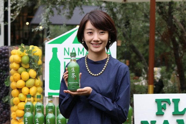 波瑠さんは「生茶」のCMキャラクターを務めている