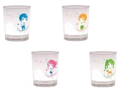 「瀧」と「三葉」のデフォルメイラストを描いたミニグラス