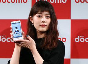 朝ドラ女優・高畑充希、ドコモ新製品発表会でドローン操縦に挑戦 その結末は...