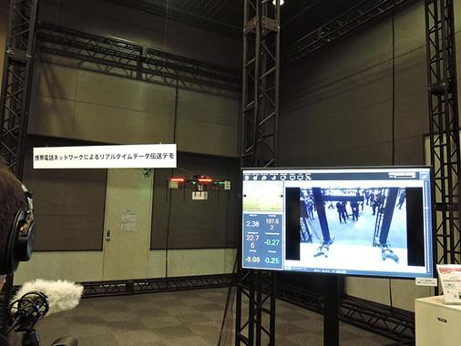 会場の一角では、実証実験に使われている「セルラードローン」のデモ展示も行われた