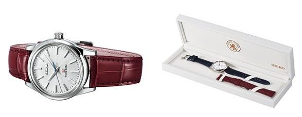 天海さんが選んだボルドー色のクロコダイルストラップ付属。専用の特製ボックスで