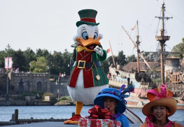 東京ディズニーシー「クリスマス・ウィッシュ」の公演「パーフェクト・クリスマス」で演じるドナルドダック