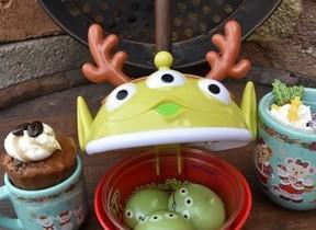 ディズニー、グッズもグルメも「クリスマス」モード