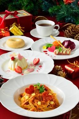 TDL「イーストサイド・カフェ」の「クリスマス・ファンタジー」用スペシャルコース(C)disney