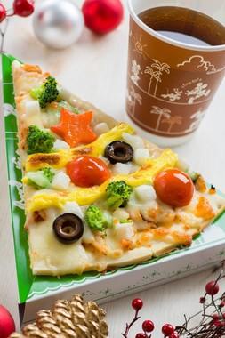 TDL「キャプテンフックス・ギャレー」のモッツァレラのピザ(C)disney