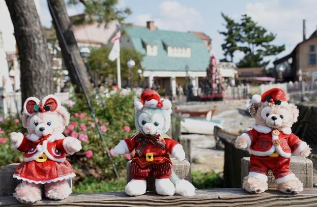 シェリーメイ、ダッフィー、ジェラトニーのクリスマスコスチュームのぬいぐるみバッジ