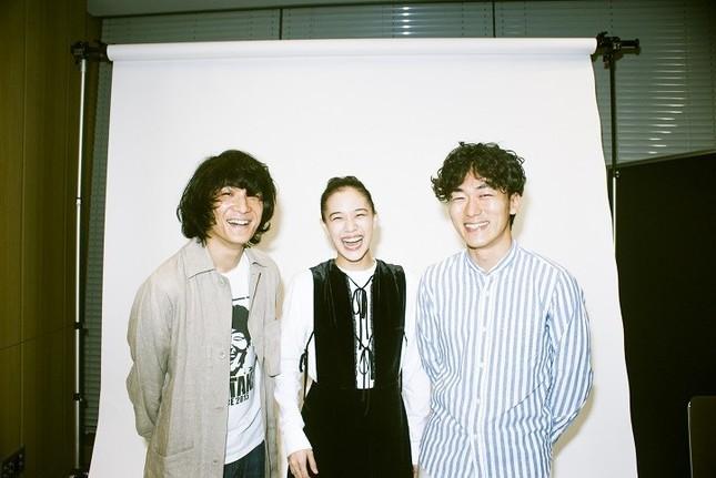 石崎ひゅーいさん(左)、蒼井優さん(中央)、松井大悟監督(右)