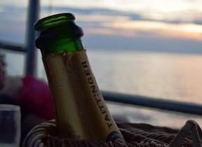 ここでプロポーズしたら「絶対成功」 トンレサップ湖の夕日を満喫する極上クルーズはコスパ最強