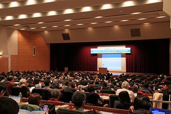 会場となった日本医師会館大講堂には、医師や栄養士を中心に655人が来場した