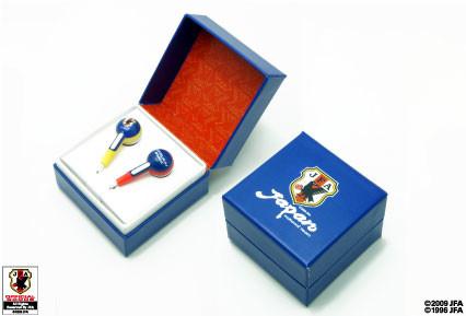 アクセサリ箱のようなジュエルボックス型パッケージデザインはプレゼントにも最適