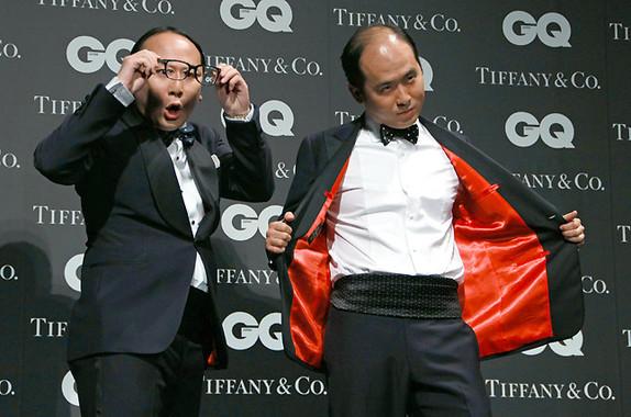定番ギャグ、「斎藤さんだぞっ!」を披露するトレンディエンジェル