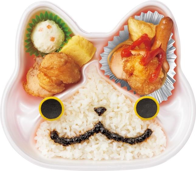 もっと「オレっち」ジバニャン弁当~から揚だニャン~。鼻と口の部分をソースで描いて完成だ