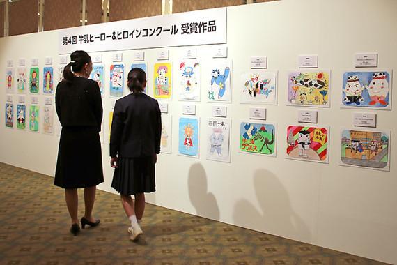優秀賞の30作品も式場に展示された