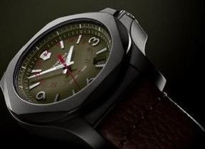 ビクトリノックス新モデルの時計、成層圏でも動き続ける強靭さ