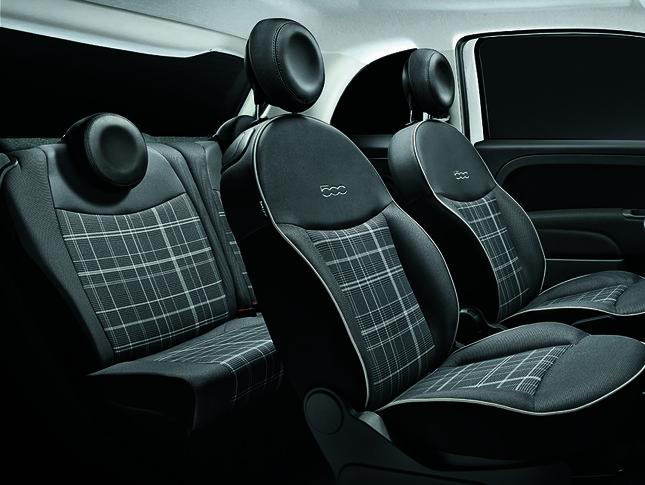 限定車専用のチェックシート。「スカッコ」はイタリア語で「チェック柄」の意味
