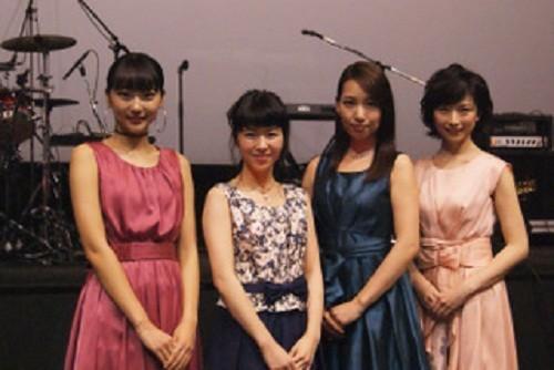 舞台あいさつに登場した(左から)武田玲奈さん、飯田祐真さん、増田有華さん、高見こころさん