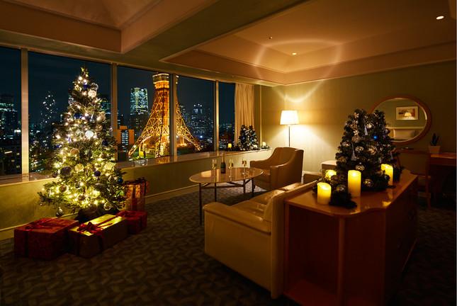 宿泊は大きな窓から東京タワーを望むスイートルーム