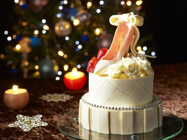 ケーキはおとぎ話の主人公のような気分になるハイヒールを模したデザイン