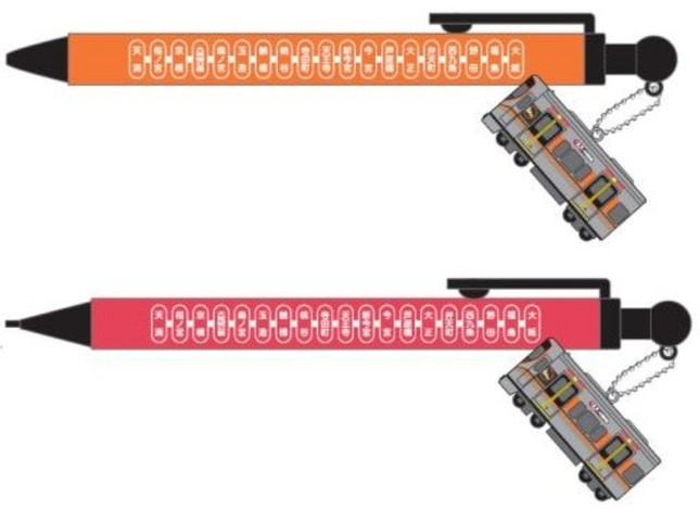 323系フィギュア付きボールペン(上)とシャープペン