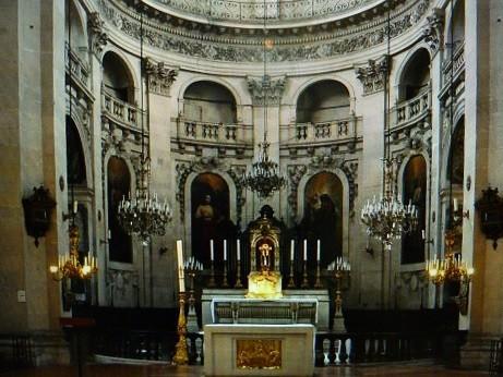 シャルパンティエが勤務したパリ4区のサン・ルイ教会の内部