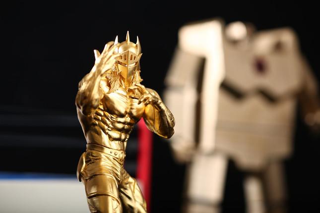 最終決戦でサンシャインの砂金を身にまとった純金箔仕様のゴールデン・メイルストロームパワーver