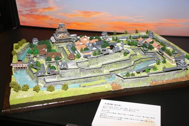 写真は大坂城のジオラマ模型(2016年12月24日撮影)