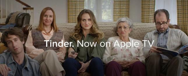自宅の居間でも「Tinder」を楽しめる