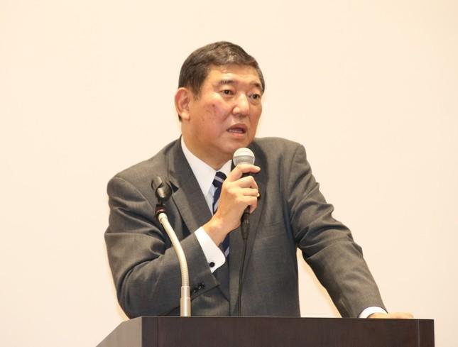 講演する石破茂衆院議員(2016年12月20日撮影)