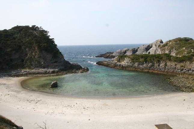 たまにはスマホから離れて、こんなビーチで…式根島・泊海水浴場