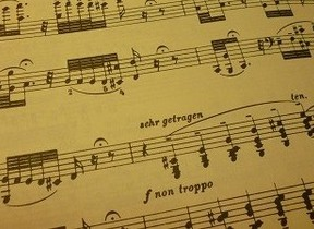 20歳を迎えたバッハが、憧れのオルガニストの演奏を聴いて書いた「トッカータとフーガ ニ短調 BWV565」