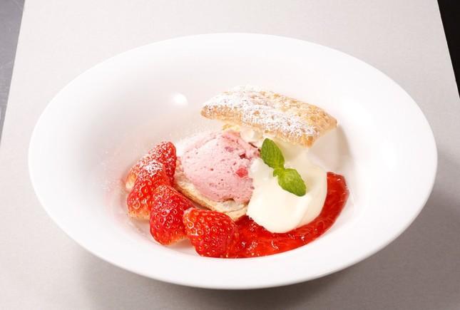 苺のムース~パイ仕立て