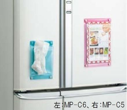 冷蔵庫に貼りレシピメモやレジ袋の収納ストックとして