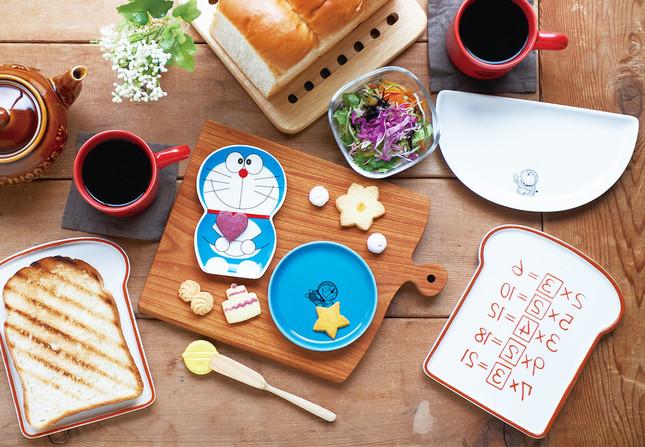 食卓をドラえもん一色にできる「おまとめセット」も