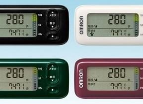 オムロン活動量計「カロリスキャン」 スマホで測定データを管理