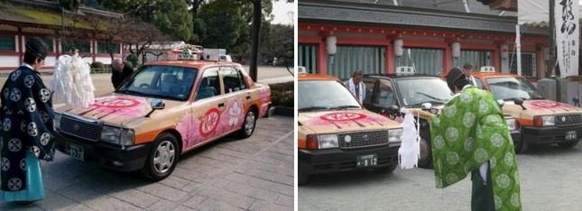 昨年の両社の「受験にキットカット号」祈願式。左が福岡西鉄タクシー、右が久留米西鉄タクシー