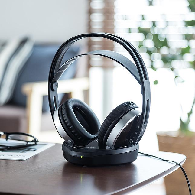 付属の送信機とテレビなど音源機器を付属のケーブルでつなぐだけで簡単接続