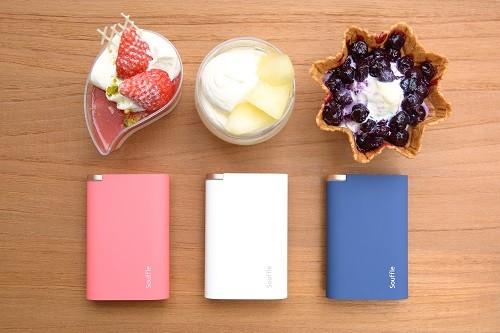 カラーはディープブルー、ピンク、ホワイトの3色